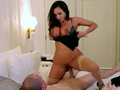 Playful girlfriend loves the penetration and riding