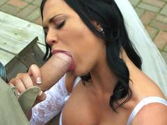 Luxurious bride Jasmine Jae carefully sucks giant cock in fresh air