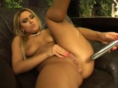 Kinky blonde hottie Sarah James dildo fucking pussy