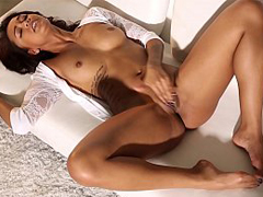 Harley Dean is a hottie with no need for clothes - only-beautiful-girls.com