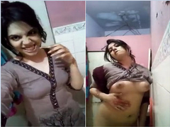 Paki Girl Showing Her Boobs And Pussy