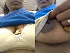 Today Exclusive- Super Hot Look Desi Bhabhi Showing Her Boob