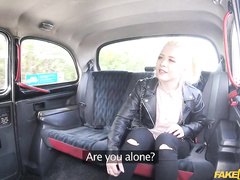 Czech taxi driver accepts XXX payment from the eye-catching blonde