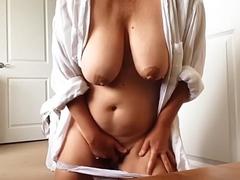 Amateur woman with massive XXX melons masturbates pussy on webcam