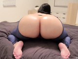 Thick milf fingerfucking her tight pussy on webcam