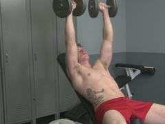 Extreme hardcore gay Mark Scalvo workout in the gym